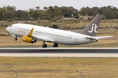 Jettime bon marché 737 décollent dessus Photographie stock libre de droits