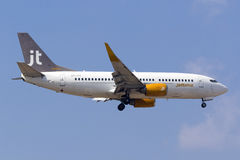 Jettime 737 landning Royaltyfri Foto