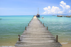 Jetty that leads to an tropical island Royalty Free Stock Images