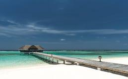 Jetty na tropikalnej plaży obrazy stock