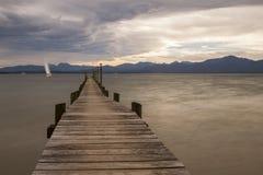 Jetty przy jeziornym Chiemsee w Bavaria, Niemcy Zdjęcie Royalty Free