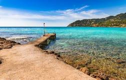 Jetty przy wybrzeżem Canyamel plaża, Mallorca wyspa Hiszpania fotografia stock