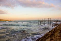 Jetty za morzu Śródziemnomorscy spokojni nieba zdjęcie stock