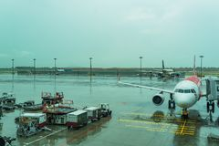 Jetway per i passeggeri d'imbarco ha attaccato all'aeroplano Changi A Fotografia Stock Libera da Diritti