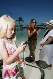 Jeu avec le portable Photo stock