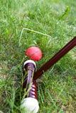 Jeu, bâton et boule de cricket Images stock
