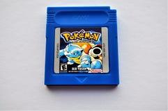 Jeu bleu de cartouche de Pokemon GameBoy photo libre de droits