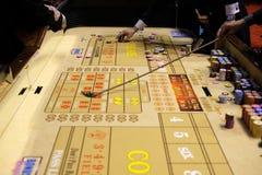 Jeu classique de casino avec des matrices et des puces Image libre de droits