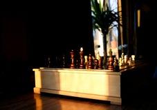 Jeu d'échecs en bois photographie stock