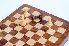 Jeu d'échecs Le roi d'échecs est fait échec et mat, jeu d'échecs plus de Photo stock
