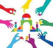Jeu d'équipe avec la construction colorée de morceaux Image libre de droits