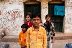 Jeu d'enfants après des classes d'école dans Kolkata Images libres de droits