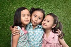 Jeu d'enfants asiatique heureux ensemble Image stock