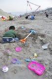 Jeu d'enfants avec le sable Photographie stock