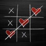 Jeu d'orteil de tac de tic avec des coeurs de craie, des riens de XO et le style de jour du ` s de Valentine de croix Photographie stock