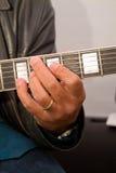 Jeu d'une guitare Photo libre de droits