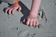 Jeu dans le sable Photo libre de droits