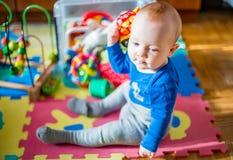 jeu de bébé garçon d'enfant photo libre de droits