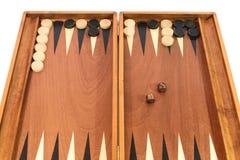 Jeu de backgammon avec les matrices, le conseil et les puces Photographie stock libre de droits