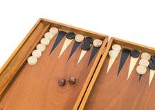 Jeu de backgammon avec les matrices, le conseil et les puces Images libres de droits