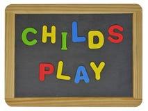 Jeu de Childs dans les lettres colorées sur l'ardoise Photographie stock libre de droits