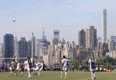 Jeu de football d'horizon de NYC Images libres de droits
