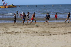 Jeu de football de plage Photo libre de droits