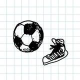 Jeu de football tiré par la main du football de griffonnage, chaussures en caoutchouc Contour noir de stylo, fond de carnet Sport Photographie stock libre de droits