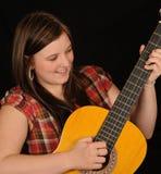 jeu de guitare de fille photo stock