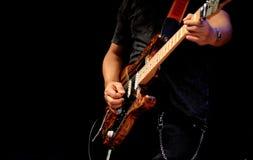 Jeu de la guitare électrique Image stock