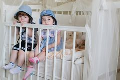 Jeu de marin d'enfant à la maison images libres de droits