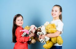 Jeu de meilleurs amis de soeurs Enfance doux Concept d'enfance Douceur et tendresse Vente de charit? Amour et images libres de droits