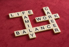 Jeu de mots croisé avec la vie, le travail et l'équilibre de mots Équilibre de la vie Photo libre de droits