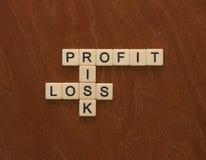 Jeu de mots croisé avec le risque de mots, de profits et pertes Manageme de risque image stock