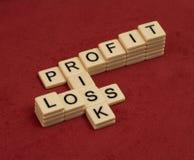 Jeu de mots croisé avec le risque de mots, de profits et pertes Manageme de risque photographie stock