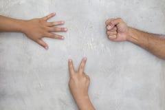 Jeu de papier de ciseaux de roche Photos libres de droits