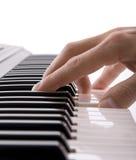 jeu de piano de musiciens de main Image libre de droits