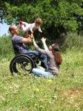 Jeu de pique-nique de fauteuil roulant Photographie stock libre de droits