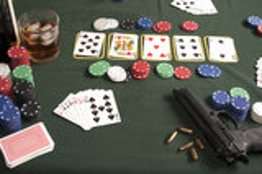 Jeu de poker avec l'arme à feu Photo libre de droits