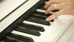 Jeu du piano clips vidéos