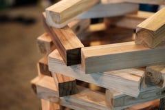 Jeu en bois de briques pour le développement d'enfant photo stock