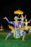 Jeu masqué classique thaïlandais au parc historique de Phimai, Thaïlande Image stock