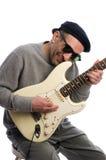 jeu moyen de musicien d'homme de guitare d'âge Images libres de droits