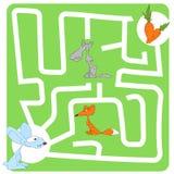 Jeu pour des enfants avec les lièvres et la carotte Image stock