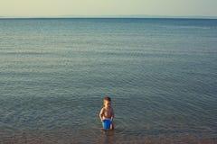Jeu sur le bord de la mer Image libre de droits