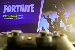 Jeu vidéo de Fortnite et contrôleur de Playstation 4 images stock