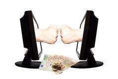 Jeu virtuel par forme de main d'Internet de la pierre de papier de ciseaux sur le fond blanc avec l'argent - concept 2 d'affaires Photo stock