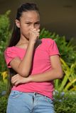 Jeugdig Filipina Teen Girl Coughing stock afbeelding