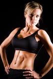 Jeune élaboration modifiée la tonalité de femme de forme physique. Images stock