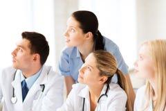 Jeune équipe ou groupe de médecins Images libres de droits
